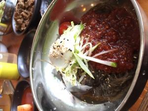 韓国、江南で食べたビビン冷麺。